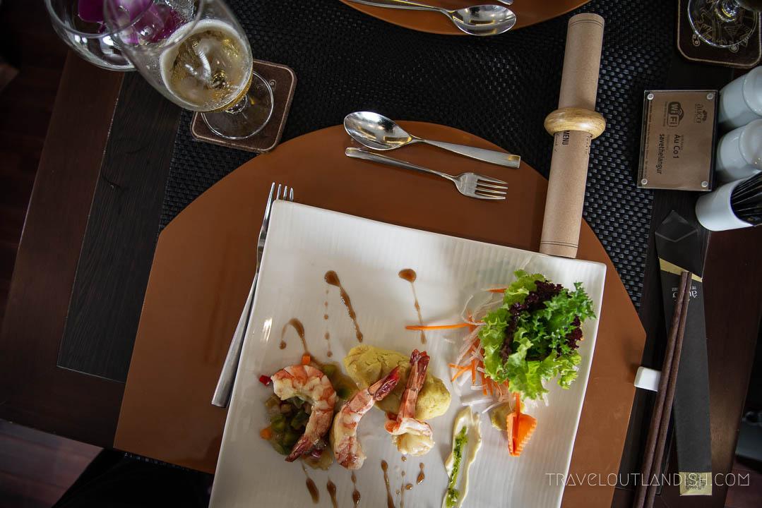 Luxury Dining on the Au Co Cruise