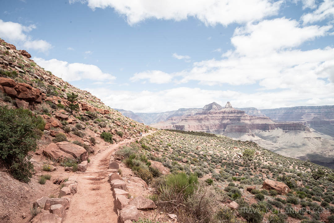 Hiking into the Grand Canyon on the South Kaibab
